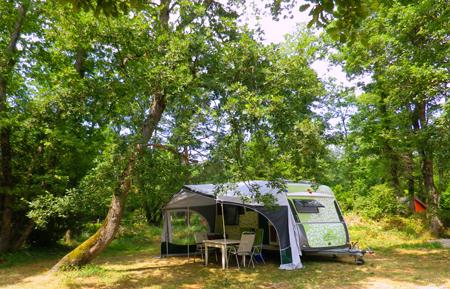 huurcaravan-natuur-kleine-campings-met-groot-zwembad