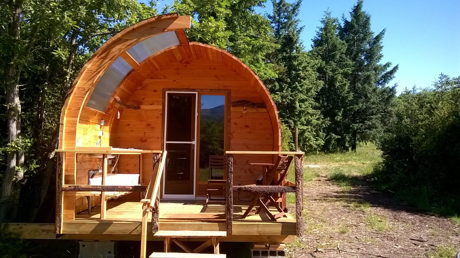 glamping-hut-front-wooden-cabin-hq