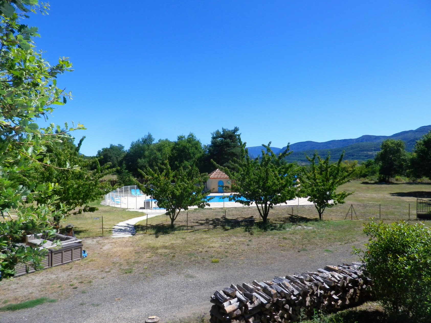 Grand gîte tribal-view-pool-mountains-16 HHQ