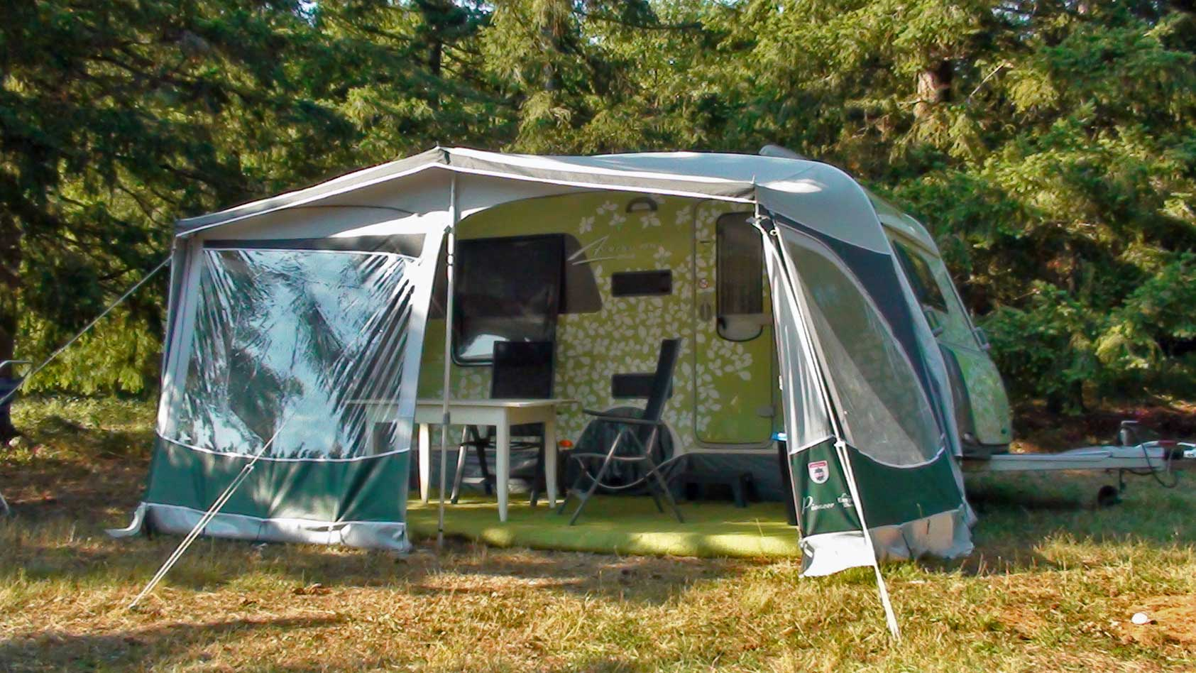 camping-green-caravan-duplex-front-WEB