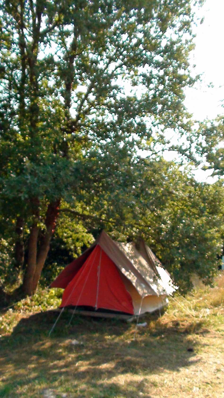 camping-rental-tent-hawthorns-2-WEB