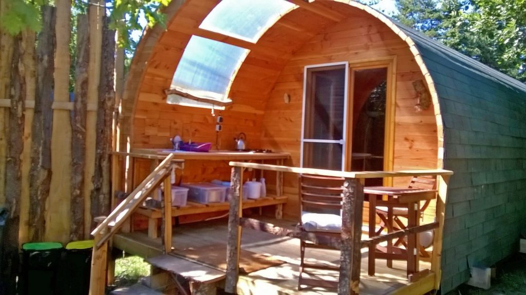 glamping-lodge-exclusive-color-kitchen-area-web